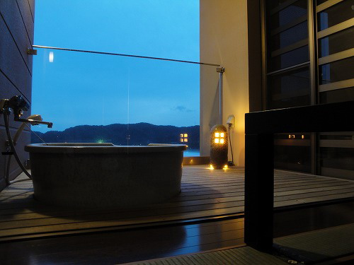 夜の部屋風呂.jpg