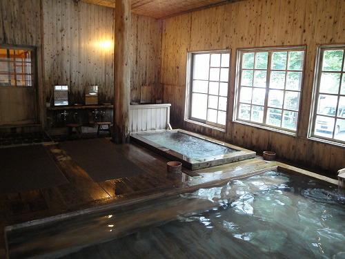 奥から全景風呂.jpg