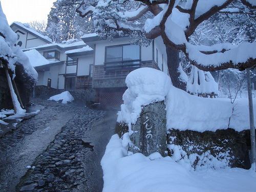 雪玄関前.jpg